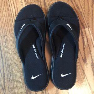 Women's size 9 Nike flip flops